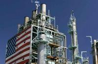 أسعار النفط تهبط مع تضاؤل طاقة التخزين العالمية