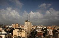 المطر يسبق الإعمار إلى منكوبي الحرب بغزة