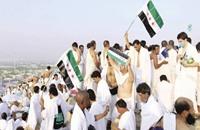 نشطاء ينتقدون رحلات الحج لقادة المعارضة السورية