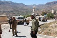 """10 قتلى في اليمن والحوثيون يحرقون منزل """"الأحمر"""""""
