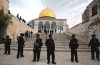 الاحتلال يسمح للعجائز فقط بصلاة الجمعة في الأقصى