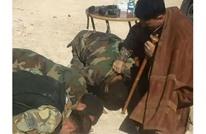 جنود في جيش النظام السوري يسجدون للعقيد سهيل الحسن