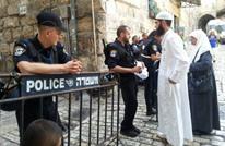 الاحتلال يفتح الأقصى أمام المصلين ويطوقه بالحواجز