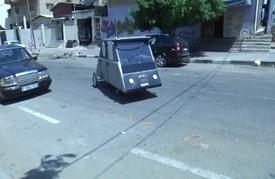 """أول سيارة """"محلية"""" تعمل بالطاقة الشمسية في غزة المحاصرة"""