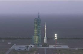 الصين تطلق مهمة فضائية مأهولة جديدة