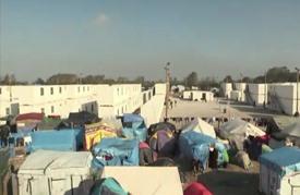 المهاجرون يبدأون بإخلاء مخيم كاليه دون أن يحققوا أحلامهم