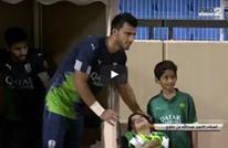 السومة نجم الأهلي السعودي يعطي درسا في الإنسانية (فيديو)