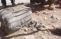 هذا ما خلفه قصف إدلب.. يد تمسك بحقيبة (شاهد)