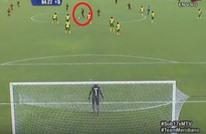 جنون الكرة متواصل.. فنزويلية تسجل من منتصف الملعب (فيديو)