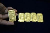 الهند توقف 11 مهربا أخفوا الذهب في مؤخراتهم