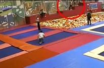 وفاة سياسي روسي أمام ابنه بقفزة خاطئة على إسفنج (شاهد)