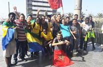 """المغاربة يرحبون بالجمهور الغابوني قبل مباراة """"الحسم"""" (صور)"""