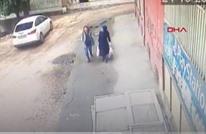 انهيار أرضي تحت أقدام سيدتين جنوب شرق تركيا (شاهد)