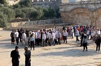 الاحتلال يمنع دخول المستوطنين ويعتدي على المصلين بالأقصى (شاهد)