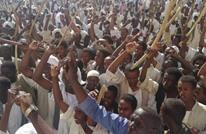 آلاف السودانيين يشيعون قتلى أحداث كسلا.. ومطالب بالتحقيق
