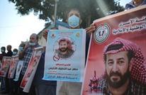 """فلسطينيون يطالبون بإنقاذ حياة المعتقل """"الأخرس"""""""