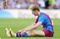 برشلونة يعلن إصابة نجمه الهولندي دي يونغ