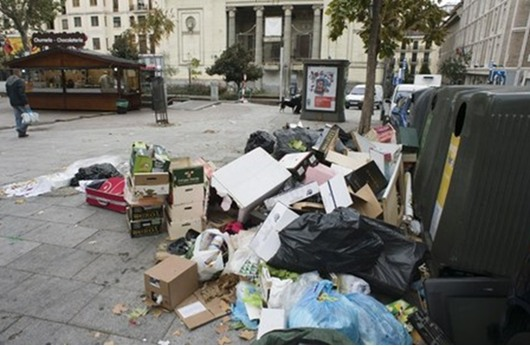 مدريد تغرق بالقمامة لإضراب جامعيها