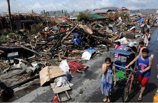 """الفلبين: عشرة آلاف قتيل ضحايا لاعصار """"هايان"""""""
