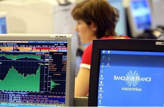 الأسهم الأوروبية تتراجع بعد خفض التصنيف الائتماني لفرنسا