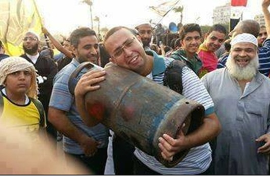 """إسطوانات الغاز """"تخنق"""" المصريين.. والانقلاب في أزمة"""