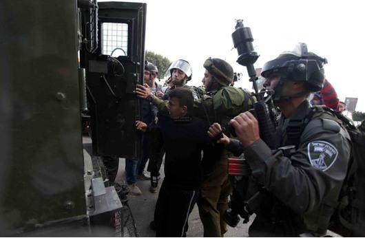 السلطات الإسرائيلية تعتقل 13 فلسطينيا