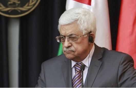 صحيفة: عباس متهم بالخيانة لرفضه مقاطعة إسرائيل