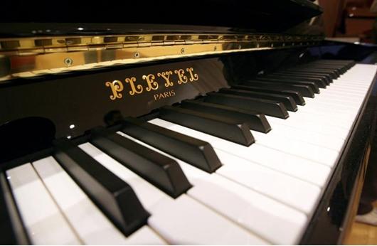 """إقفال """"بليبل"""" أشهر مصنع عالمي لآلات البيانو"""