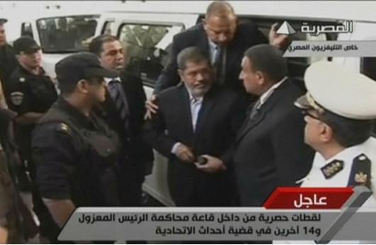 مصلحة السجون: مرسي يعامل كبقية السجناء
