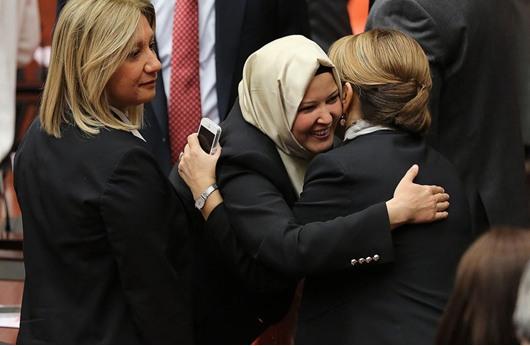 تركية تدخل البرلمان بالبنطال لأول مرة