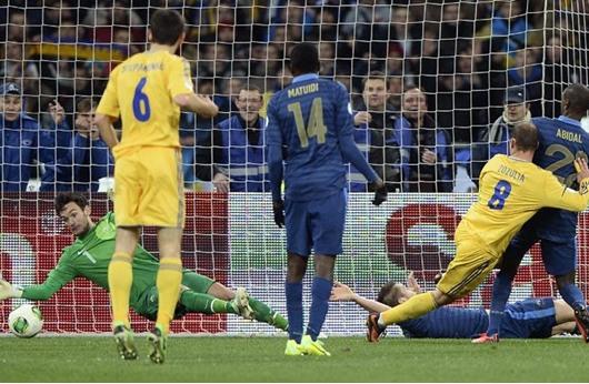 أوكرانيا تهزم فرنسا بثنائية وتقترب من التأهل لكأس العالم
