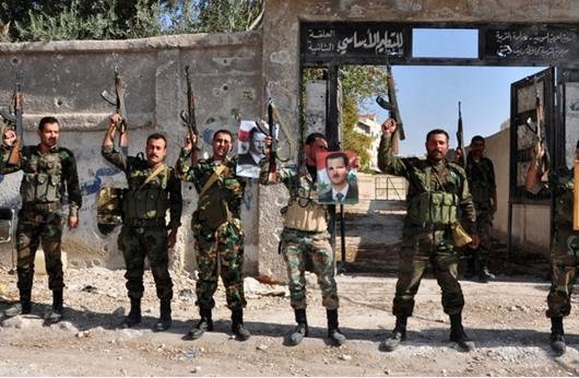 عناصر تابعة للنظام السوري يرددون أغانٍ طائفية