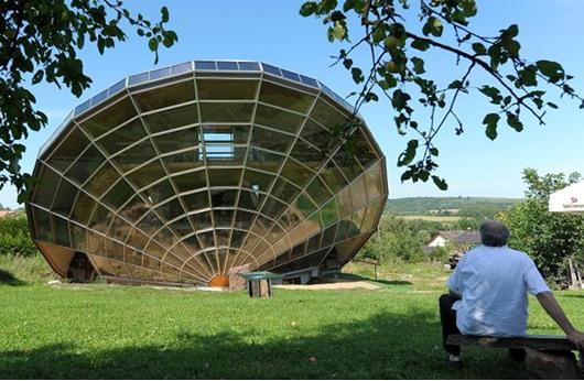 مسابقة هندسية لتصميم منزل يعمل بالطاقة الشمسية