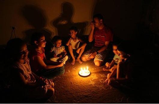 الحكومة في غزة تجري اتصالات سياسية لحل أزمة الكهرباء