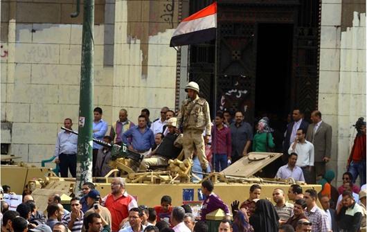 بالصور..وقفة احتجاجية بوسط القاهرة تنديدًا بمحاكمة مرسي
