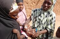 """نيجيريا: """"جي بي أس"""" لمراقبة التلقيح ضد شلل الأطفال"""