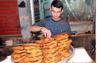 """""""المشبّك"""" حلوى تحت القصف في دير الزور السورية"""