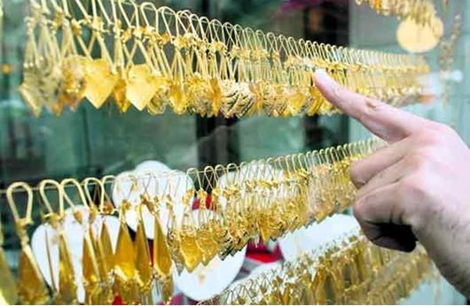 شباب مصري يستأجر الذهب هرباً من ارتفاع أسعاره
