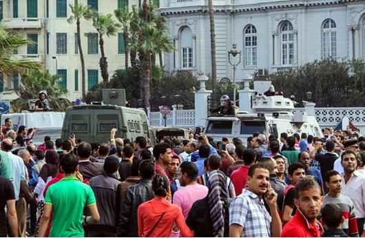 """نقل الرئيس مرسي لسجن """"برج العرب"""" في الإسكندرية"""