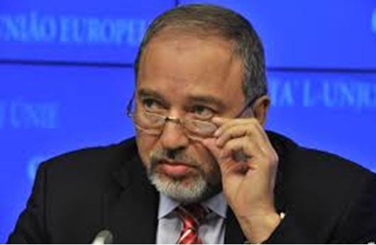 """محكمة إسرائيلية تبرئ ليبرمان من """"الإحتيال وخيانة الأمانة"""" (محدث)"""