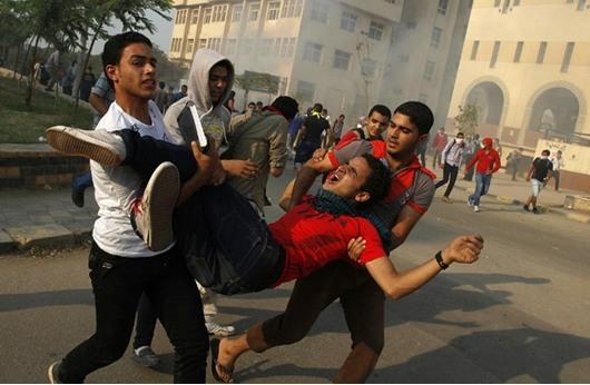 مخاوف المصريين وعدم الاستقرار يرفع السيولة في البنوك