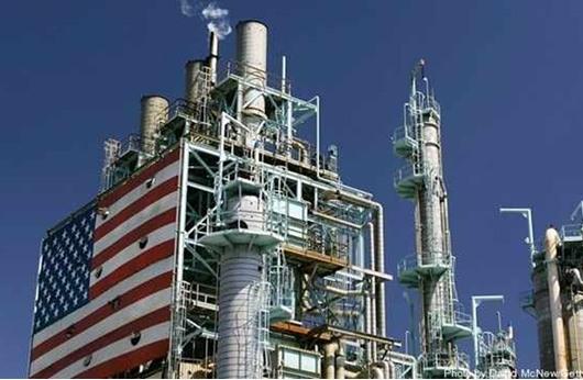 ارتفاع المخزون الأمريكي يهوي بأسعار النفط لليوم الثالث
