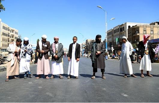 اليمن: الحوثيون يقصفون مناطق سنية بالأسلحة الثقيلة
