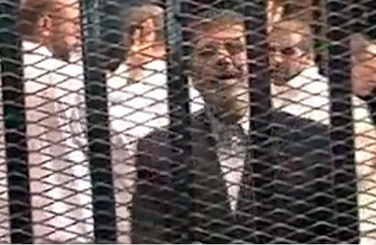 محامو مرسي يحصلون على أول تصريح لزيارته بمحبسه