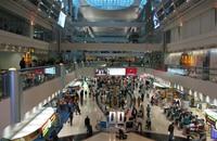 أكاديمي يوقف بترانزيت مطار دبي ليحاكم في سرقة أموال