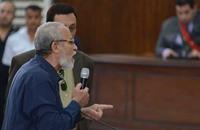 قاض مصري يأمر بسجن مرشد الإخوان لإهانته المحكمة