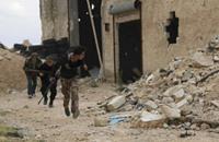 مقاتلون سوريون يحاربون رغم أطرافهم المقطوعة