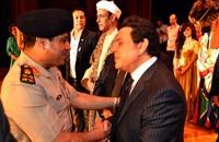 """النقيب هاني شاكر يتعهد بالقضاء على """"عري المغنيات"""" في مصر"""