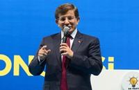 داود أوغلو يجعل وضع دستور جديد محور برنامج حزبه الانتخابي