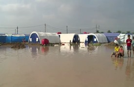 إجلاء آلاف النازحين العراقيين بسبب الفيضانات الشديدة